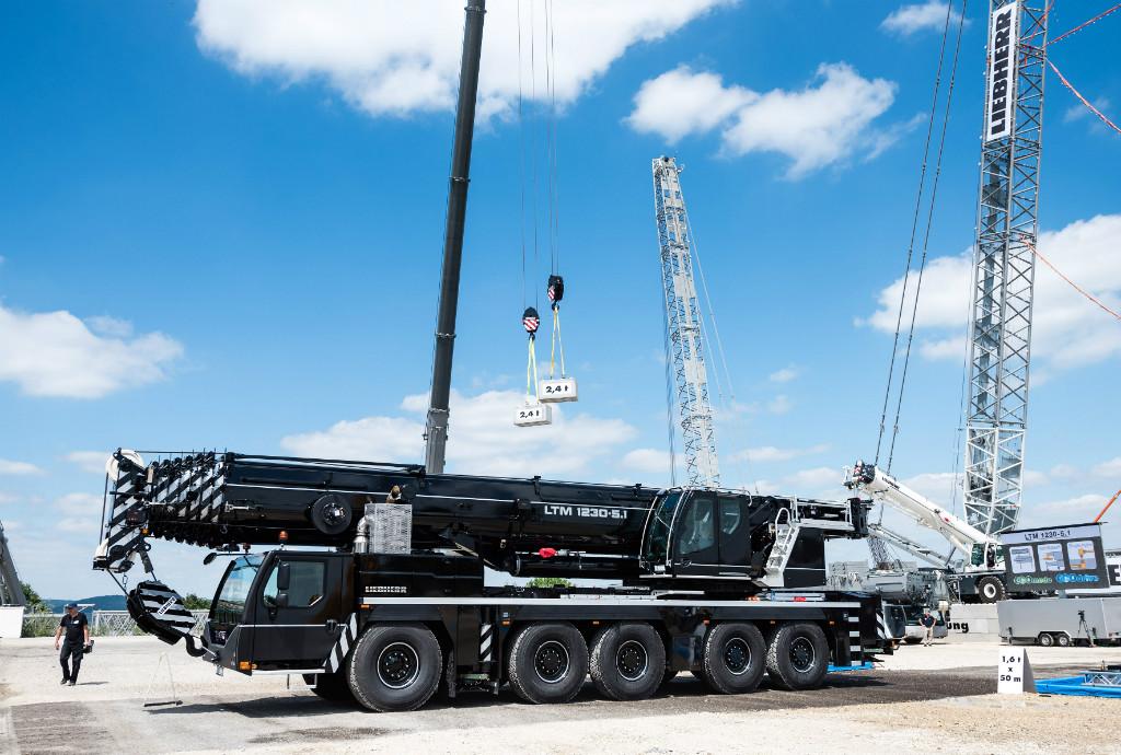 liebherr-mobile-crane-ltm1230-5.1-300dpi.jpg